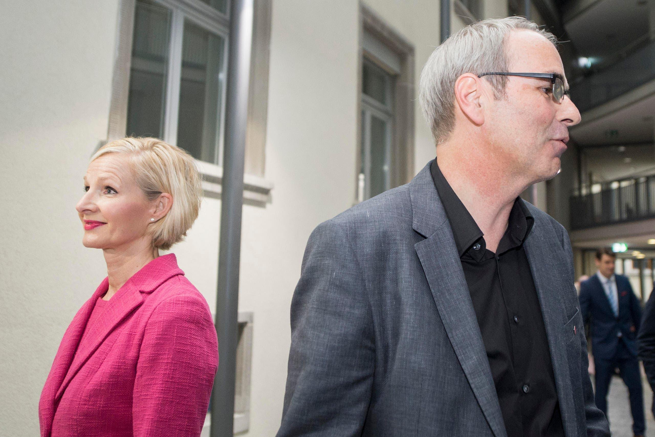Zweimal gute Miene in der Stadt Luzern: Stadträtin Manuela Jost kann auf den zweiten Wahlgang hoffen, der neu in den Stadtrat gewählte Beat Züsli kann sich über ein Spitzenresultat freuen. (Bild: Keystone / Urs Flüeler)