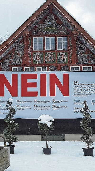 Denkmalgeschütztes Kühnis-Haus als «Litfasssäule»