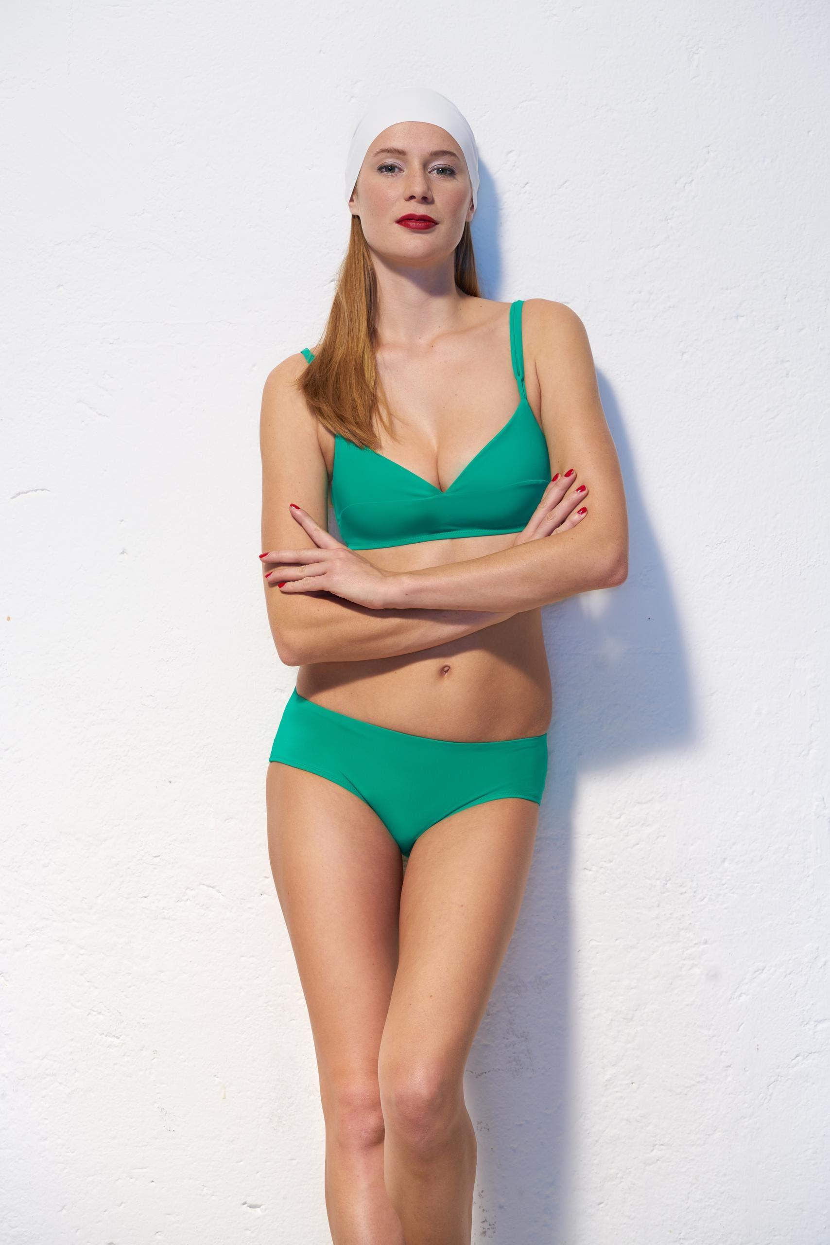 Sportlich-elegant und in einem frischen Grün: Cross-Bikini, von Nathalie Schweizer. (Bild: PD)