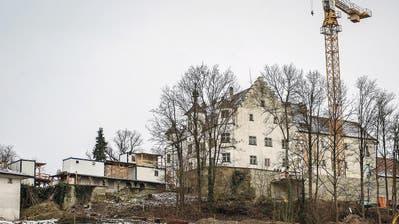 FLUGBLATT: Neuer Akt im Drama um Schloss Sonnenberg: Besitzer und Gewerkschaft treffen sich vor Gericht