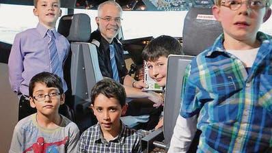 Am Elternabend mit einer Boeing 737 nach Hamburg geflogen