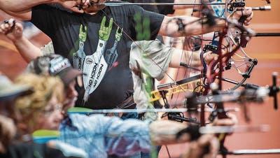 FRAUENFELD: Mit Pfeilbogen in die Halle gezogen