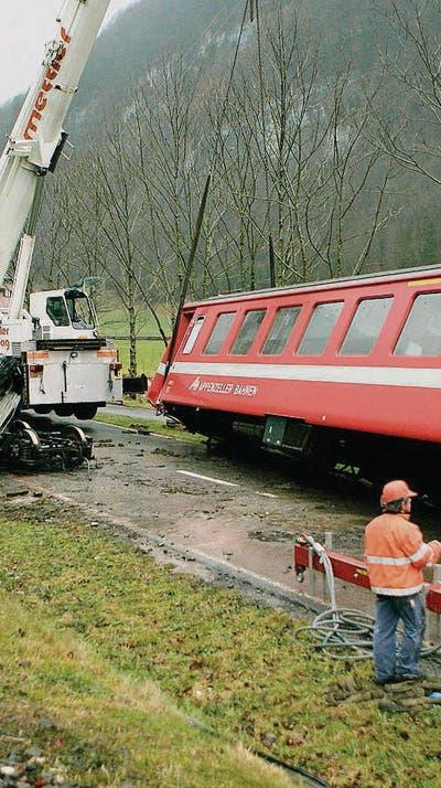 Im Januar 2007 hob der «Laseyer» einen Steuer- und einen Personenwagen aus den Schienen. Ersterer hatte ein Gewicht von ungefähr 20 Tonnen. (Bild: Reto Martin)