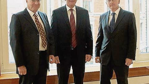 Urs Rudolf, Josef Eugster und Heinrich Schwägler (v. l.) schliessen ihre Treuhandunternehmen zur Altrimo Treuhand Gruppe zusammen. (Bild: Kaspar Enz)