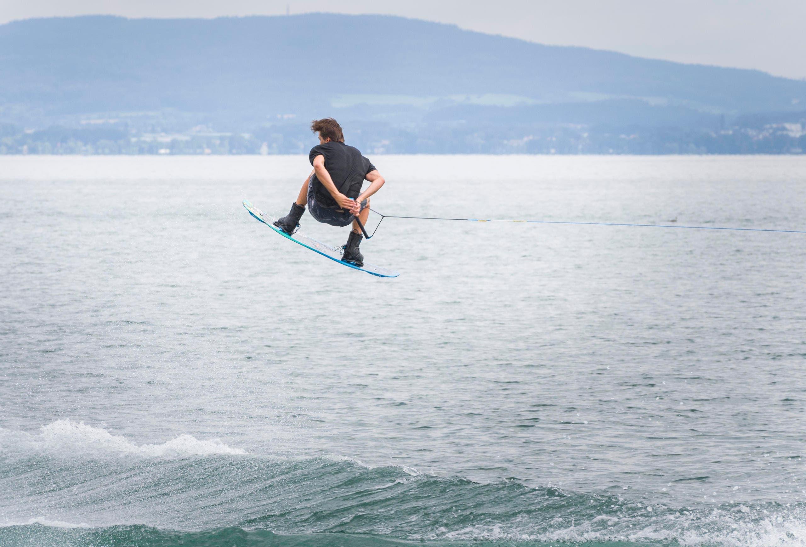 "Wakeboard-Spektakel ""Roughriderscup"" in Romanshorn. (Bild: Andrea Stalder)"
