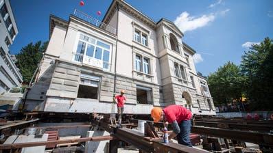 HAUSVERSCHIEBUNG IN ST.GALLEN: Die Villa hat das Ziel erreicht