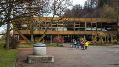 Architektur-Ikone für die einen, Abriss-Kandidat für die anderen: Das Grenzhof-Schulhaus. (Bild: Dominik Wunderli (Littau, 22. November 2016))