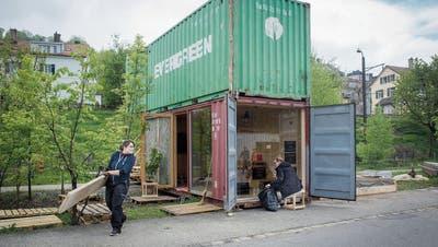 LATTICH: Feiern zwischen Containern