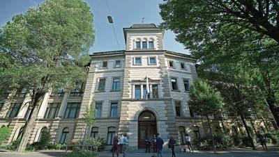 Muss bis 2021 rund 700 000 Franken sparen: das Luzerner Kantonsgericht. (Bild: Pius Amrein, 19. Juni 2017)