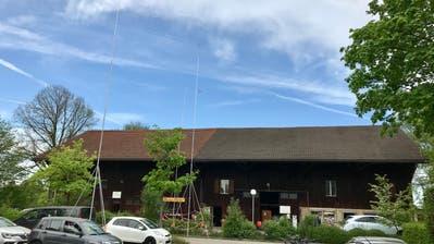 Die Scheune, in der die Brockenstube des Seniorenzentrums Sonnmatt untergebracht ist, wird abgebrochen. (Bild: Andrea Häusler)