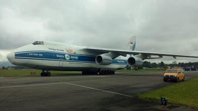 Der Riesenvogel Antonov An-124 ist am Dienstag um 12 Uhr in Emmen gelandet. (Bild: Beatrice Vogel)