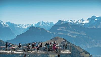 Neben der Stadt Luzern wird auch deren Umgebung bei US-Reisenden immer beliebter: Touristen auf Rigi Kulm. (Pius Amrein, 11. Oktober 2017)