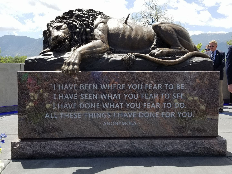 Das Denkmal bei der Eröffnung am 15. Mai in Colorado Springs.