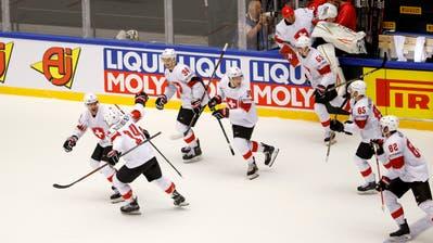 Jubel bei den Schweizer Eishockeyspielern: Sie stehen erstmals seit 2013 in einem WM-Halbfinal. Bild: Salvatore Di Nolfi / Keystone (Herning, 17. Mai 2018)