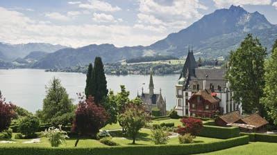 Idyllisch gelegen und sehr steuergünstig: Die Gemeinde Meggen, hier mit dem Schloss Meggenhorn. (Bild: Imago)