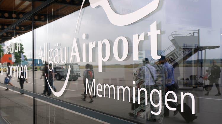 Auch am Allgäu Airport schnappte die Polizei etliche Schulschwänzer. (Bild:Andreas Gebert/Keystone, Memmingen, 21. Mai 2018)