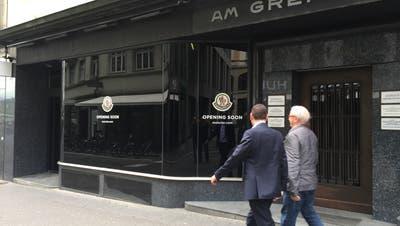 Wo zuvor Kofler Mode verkauft hat, zieht das italienische Luxus-Label Moncler ein. (Bild: Roman Hodel)
