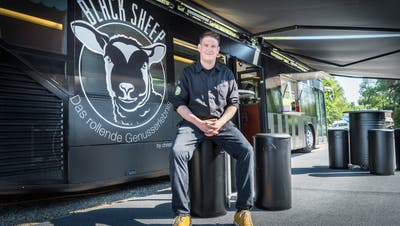 Christian Kuchler vor seinem Food-Truck. (Bilder: Andrea Stalder)