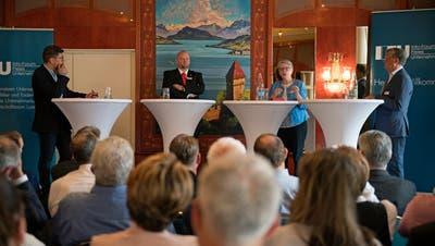 Stellten sich im Casino Luzern den Fragen von LZ-Chefredaktor Jérôme Martinu (von links): Christian Ineichen (CVP), Angela Lüthold (SVP) und Markus Zenklusen (FDP).(Bild: Corinne Glanzmann; 25. Mai 2018)
