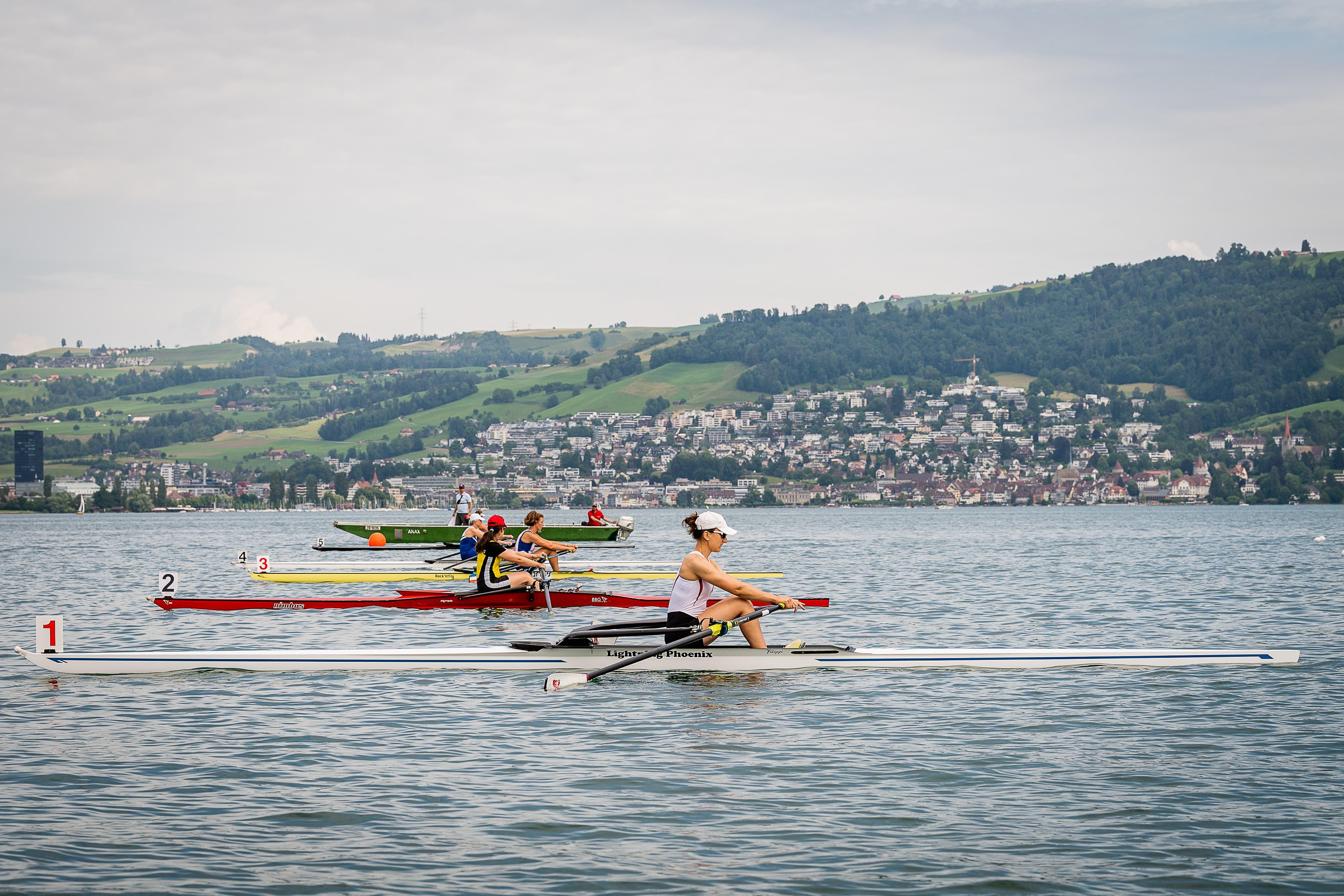 Laura Wunderlin vom Ruderclub Cham am Start. (Bild: Christian H. Hildebrand, 26. Mai 2018)