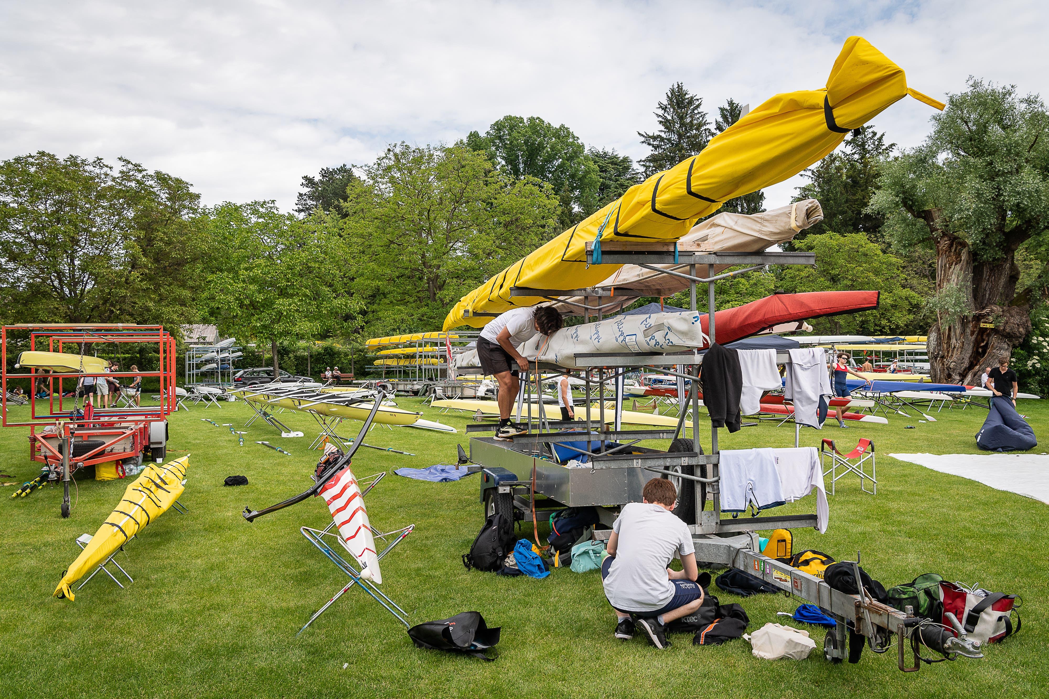 Nach dem Einsatz kommen die Boote auf den Anhänger. (Bild: Christian H. Hildebrand, 26. Mai 2018)