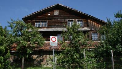 Bund stoppt Abbruch von Holzhaus in Steinen vorerst
