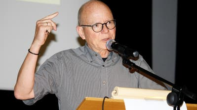 Schulpräsident Jörg Sorg führte durch die Gemeindeversammlung. (Bild: Dieter Ritter)