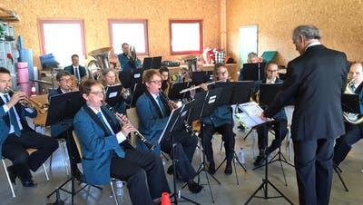 Die Musikgesellschaft Bürglen umrahmt Anlässe der Gemeinde wie hier der Empfang des neuen Grossratspräsidenten Turi Schallenberg. Ein gemeindeeigenes Probelokal haben sie aber nicht. (Bild: Mario Testa)