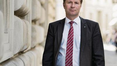 Der parteilose Finanzdirektor Marcel Schwerzmann (52) beim Regierungsgebäude. (Bild: Corinne Glanzmann)