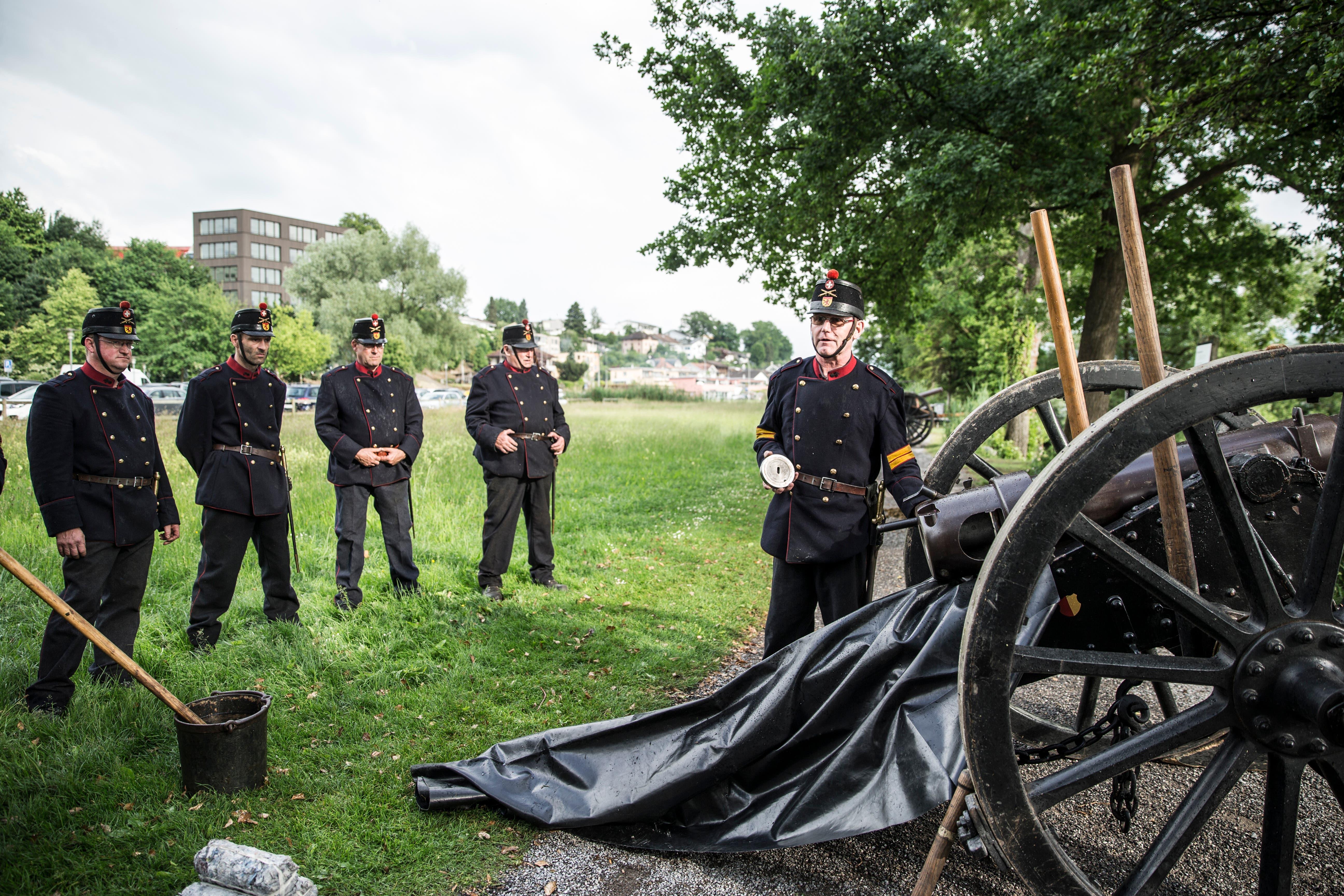 Die Herrgottskanoniere beim Appell. (Bild: Manuela Jans-Koch (Sempach, 30. Mai 2018))