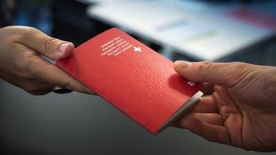 Den Schweizer Pass bekommt die Deutsche nicht überreicht. (Bild: Michel Canonica)