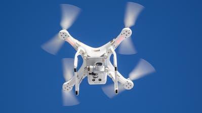 In Flughafennähe dürfen Drohnen nicht steigen. (Bild: Hanspeter Schiess)