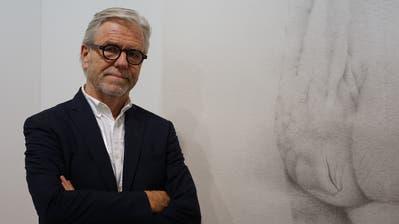 Der Luzerner Galerist Urs Meile an der Art Basel. (Bild: Edith Arnold)