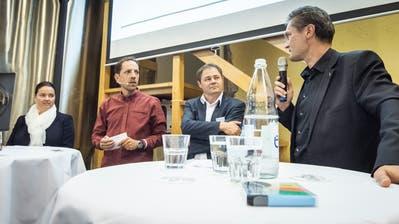 Podium über die Lage der TZ mit Regierungsrätin Carmen Haag, Moderator und TZ-Redaktor Mario Testa, TZ-Chefredaktor David Angst und Beat Guhl, CEO der Sky-Frame AG.