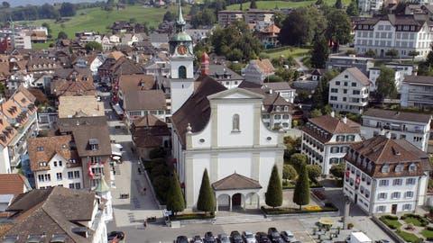 Wirbel unter dem Dach: Die katholische Pfarrkirche Küssnacht. Archivbild: Bote der Urschweiz