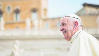 Lässt sich von der konservativen Kurie nicht aus der Ruhe bringen: Franziskus, der «Papst vom anderen Ende der Welt». (Bild: Andrew Medichini/AP (Vatikan, 2. Mai 2018))