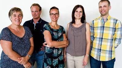 Die neue Behörde: Karin Richiger, der neu gewählte Kurt Müller, Schulpräsidentin Vroni Diethelm, Irene Krapf und der neu gewählte Simon Gabathuler. (Bild: Andreas Taverner)