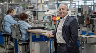 Die Produktion von Maxon Motor läuft auf Hochtouren. Sehr zur Freude von Unternehmenschef Eugen Elmiger. (Bild: Pius Amrein, (Sachseln, 10. Februar 2017))