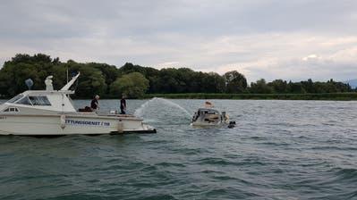 Am Sonntag sank ein Motorboot beim Schilfgürtel vor Altenrhein. Vermutet wird ein technischer Defekt. (Bild: PD)