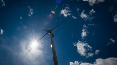 Das 170 Meter hohe Windkraftwerk Haldensteinbei Chur: In der Ostschweiz gibt es bislang keine Windräder dieser Grössenordnung. (Bild: Benjamin Manser)