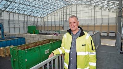 Weinfelder entsorgen und recyceln nun in der riesigen Halle