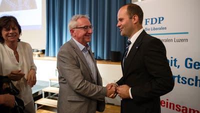 Durch das Einerticketder FDP stehen die Chancen gut, dass Fabian Peter (rechts) im Luzerner Regierungsrat den Sitz von Parteikollege Robert Küng(links) erben kann. (Bild: Philipp Schmidli (Sempach, 28. Juni 2018))