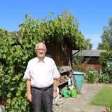 Urs Bawidamannin seinem Garten-Paradies in Rorschacherberg. (Bild: Perrine Woodtli)
