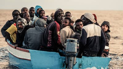 Flüchtlinge sollen in Lagern interniert werden. Ein Boot in internationalen Gewässern bei Tripolis (Bild: Johannes Moths/Hotspot-Fotos. Aufnahme von 2017)