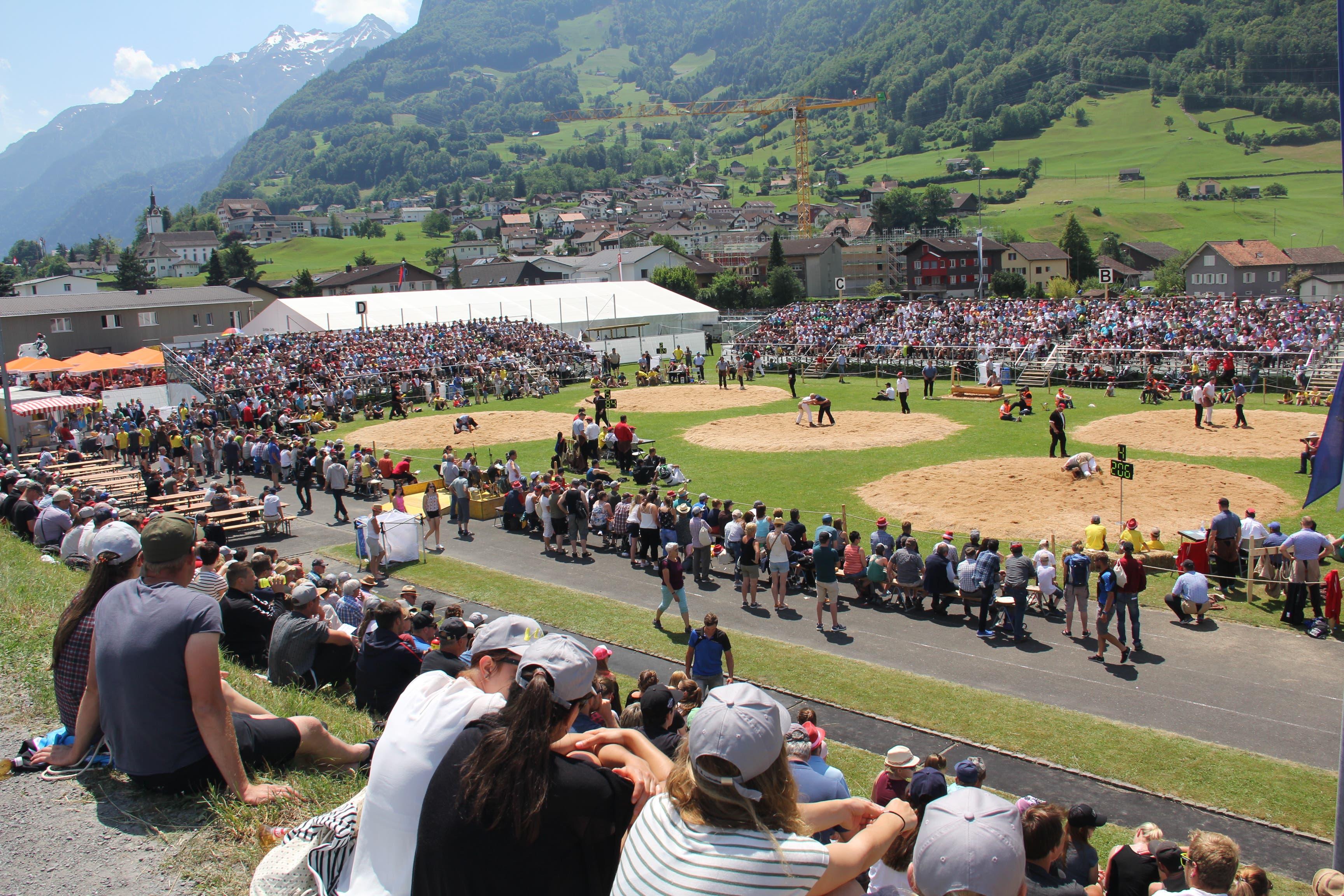 Rund 2600 Zuschauer waren anwesend... (Bild: Paul Gwerder, Attinghausen, 3. Juni 2018)