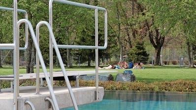 Ärger bei Wattwiler Badigästen: Schwimmen über Mittag wird teurer