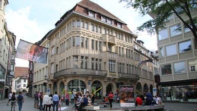 Der Bärenplatz mit der Buchhandlung Rösslitor (hinter der Rondelle) gestern Nachmittag. (Bild: David Gadze)