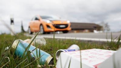 Der Aufwand für die Befreiung der Thurgauer Kantonsstrassen von Abfall ist rückläufig. (Bild: Donato Caspari)