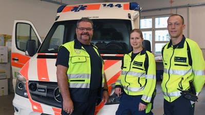 Standortleiter Jürgen Häberli und die Rettungssanitäter Nicole Schwarzentruber und Christian Veit. (Bild: Yvonne Aldrovandi-Schläpfer)
