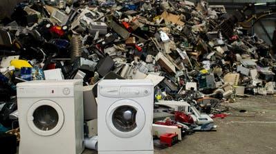 Elektroschrott wartet darauf, rezykliert zu werden. (Bild: Ennio Leanza/Keystone).